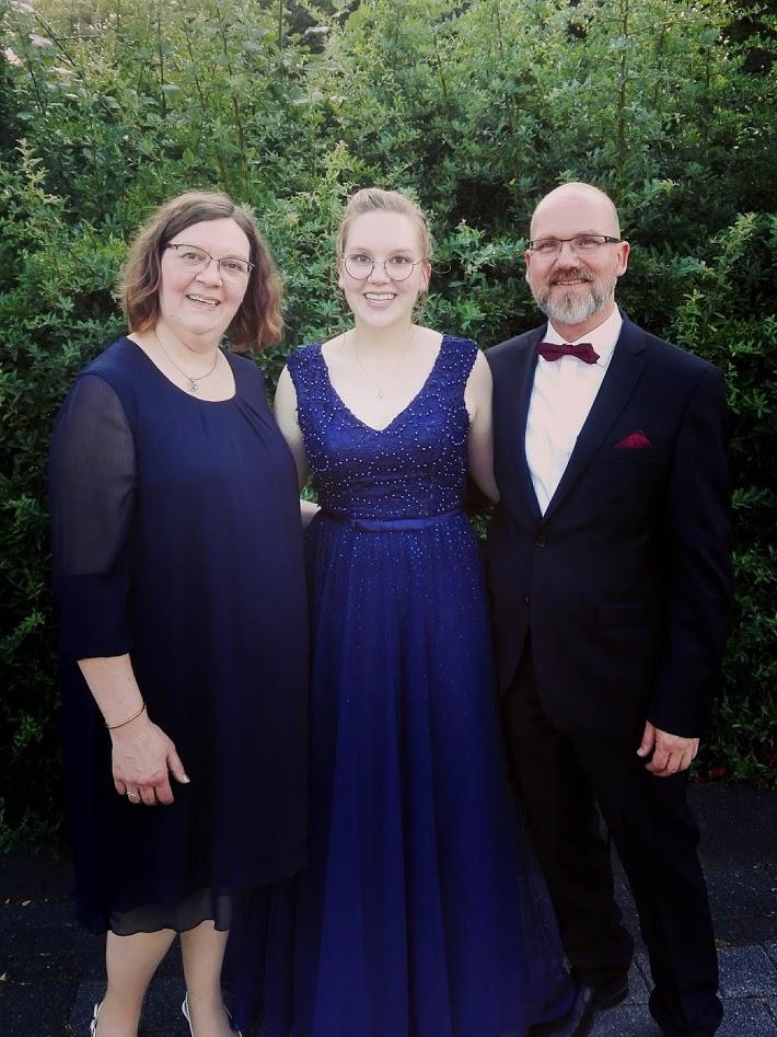 1 Familienfoto, 3 Ehemalige GAllier